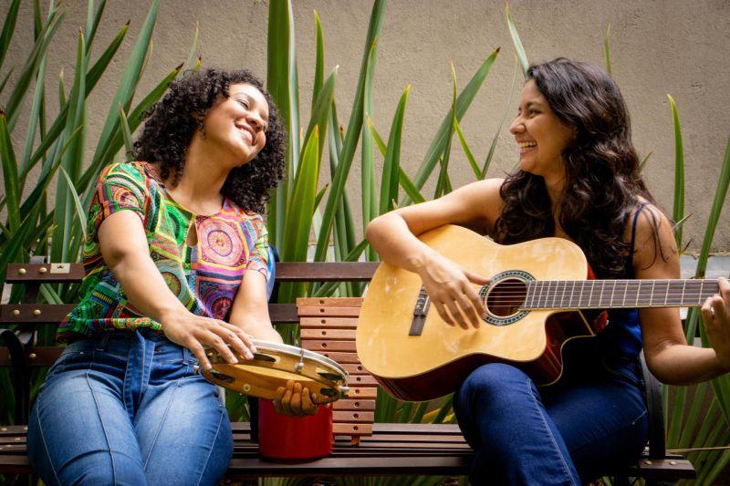Oficina on-line ensina a tocar samba e baião com objetos comuns