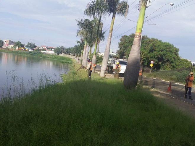 Prefeitura intensifica limpeza e poda do mato no entorno da lagoa do Jd. Amanda