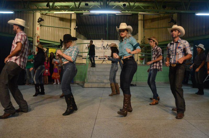 Estão abertas inscrições para curso livre de dança sertaneja e vanera oferecida pela Prefeitura de Hortolândia