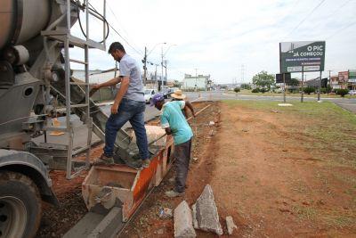 Prefeitura implanta guias e sarjetas em novo acesso à av. da Emancipação, perto do Good Bom