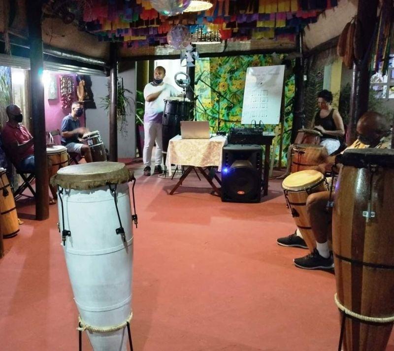 Workshop online ensina como tocar ritmos da percussão afro-brasileira