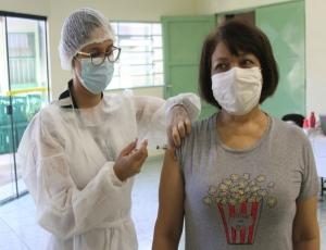 Cerca de 1.200 profissionais da Educação recebem 1ª dose da vacina contra Coronavírus, em Hortolândia