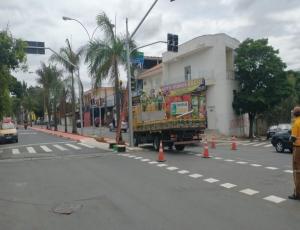Prefeitura implanta novo semáforo na Avenida Anhanguera