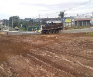 Acesso da Emancipação à avenida Panaíno recebe grama nas laterais