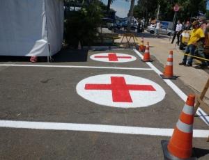 Prefeitura demarca vagas de ambulância na rua em frente ao Hospital Municipal