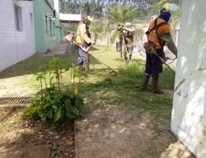 UBSs São Jorge, Parque do Horto e Orestes Ôngaro recebem serviços de poda de mato e limpeza externa