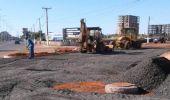 Aplicação de base para asfalto chega próximo à avenida Olívio Franceschini, no Jd. São Miguel
