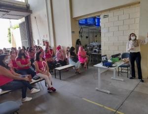 Palestra promovida pela Prefeitura de Hortolândia orienta aprendizes do curso de Costura e Moda sobre prevenção ao câncer de mama