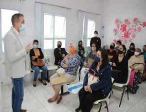 Mulheres participam de palestra sobre câncer de mama no Caism