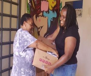Prefeitura entrega cestas básicas a pessoas em vulnerabilidade social