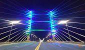 Iluminada de verde e azul, Ponte da Esperança homenageia profissionais da saúde em Hortolândia